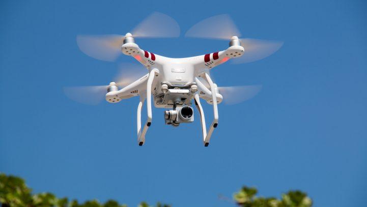 Drone wordt uit de lucht geschoten in tuin buren. Is het vliegen met een Drone onrechtmatig?